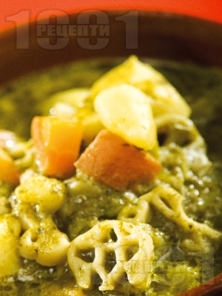 Постна пролетна яхния със спанак, коприва, картофи и макарони - снимка на рецептата